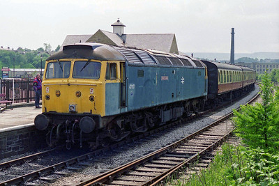 Later that afternoon 47117 is pictured on arrival at Rawtenstall with the 1400 from Bury (12/06/1995)