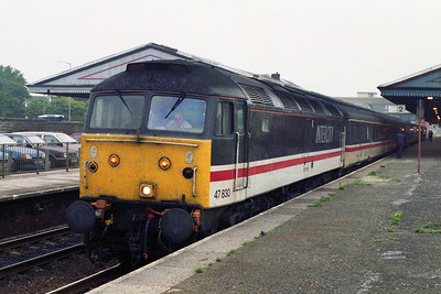 47830 calls at Newton Abbott with 1V48 1217 Manchester - Plymouth (11/10/1995)