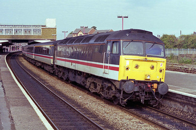 47817 calls at Banbury with 1V94 0917 Manchester - Reading (30/09/1995)