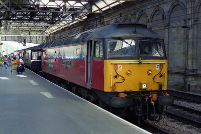 A daily round-trip between Inverness and Edinburgh was being covered by a RES '47' and Waterman Railways coaches at the time because of overcrowding on two-car units during the height of summer. 47788 awaits departure from Waverley with the 1H15 1540 return leg to inverness (19/08/1995)