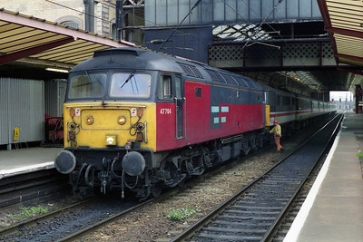 A couple of hours later 47704 is pictured again at Preston whilst being uncoupled from 1S57, after what subsequently proved to be my last ever run behind the former 'Dunedin' (19/05/1996)