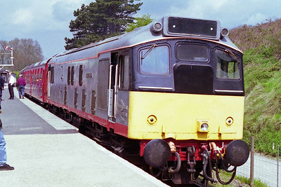 25035 waits to depart with the 1210 round trip from Pitsford & Brampton during the Northampton & Lamport Railway's Diesel Gala (12/05/1996)