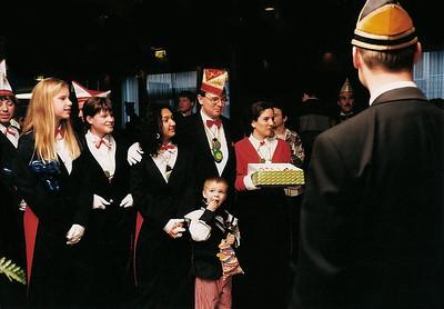 Receptie Kabinet Jeugdprins met in het midden Karel Hermsen (Dolle Mollen)
