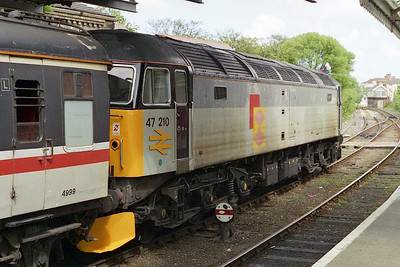 47210 pauses at Bridlington with 1Z47 0833 Kings Cross - Scarborough, which was the first '47'-hauled passenger train to cover the Yorkshire Wolds Coast route for a number of years (24/05/1997)