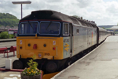 47210 is pictured again on arrival at Scarborough with 1Z47 0833 ex-Kings Cross, having worked the train forward from York via Selby and Driffield (24/05/1997)