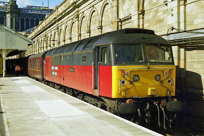 47766 'Resolute' basks in the sun at Edinburgh Waverley after working 1Z64 0618 Green Express charter from Mills Hill via the Oldham Loop and S&C (30/08/1997)