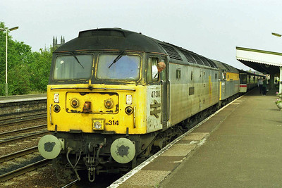 A slightly more composed view of 47314 +47540 at Leamington with 1E27 1303 Poole - York. I'd opted to miss out on the final 28 miles through to Birmingham as this wasn't the only working of note on the 'Line' that day... (17/08/1997)