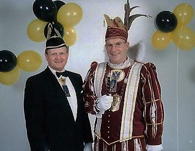 Prins Carl den Eerste met Chef Protocol Jo de Bruijn
