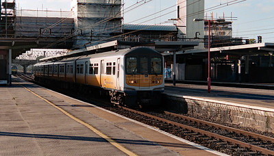 319 008 at Bletchley on 12th October 1998