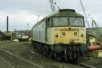 Carrying it's 'wavy lines' to the end, 47369 awaits its fate at Booths. Dutch-liveried 47346 can be seen in the background (08/02/1998)