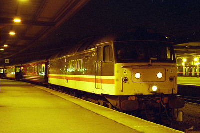 A nocturnal scene at York as Virgin Cross Country's 47818 awaits departure time with the SuO 1M59 2024 to Birmingham New Street (01/02/1998)