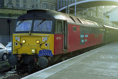 47742 'The Enterprising Scot' waits to depart from Edinburgh Waverley with Railtourer's 1Z47 1705 return charter to Peterborough via the ECML (14/03/1998)