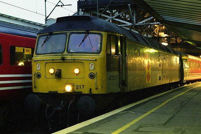 Later that afternoon 47217 awaits departure from Manchester Piccadilly with the 1G55 1717 to Birmingham new Street. We didn't know it at the time, but the appearance of the ex-RfD machines in place of unavailable '47/8s' was to be a recurring theme throughout the year (15/02/1998)