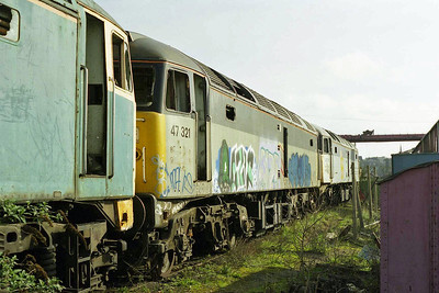 A closer look at 47321 sandwiched between 47096 and 47291 (15/03/1998)