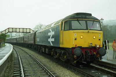 47449 waits to cross a westbound train at Glyndyfrdwy whilst working the 1728 Carrog - Llangollen (19/04/1998)