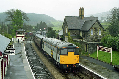 26004 arrives at Glyndyfrdwy with the 1415 from Llangollen to Carrog (19/04/1998)