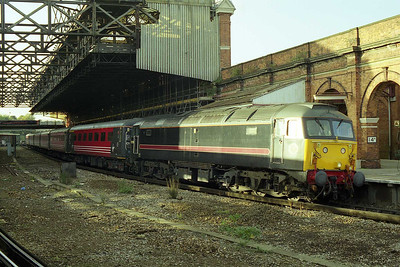 Fragonset's 47709 awaits departure from Bournemouth with the SuO 1M90 1717 to Liverpool Lime Street (11/10/1998)