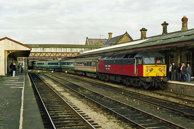 47766 'Resolute' draws back into Workington with the ECS for the 1Z72 1622 return charter to Norwich, which 47759 would later work forward from Crewe. Note the youthful 'DBT' on the platform (03/10/1998)