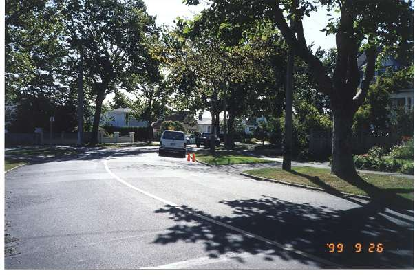 Royal Victoria Marathon Landmarks - 1999 Course - 35 km - Hollywood Crescent