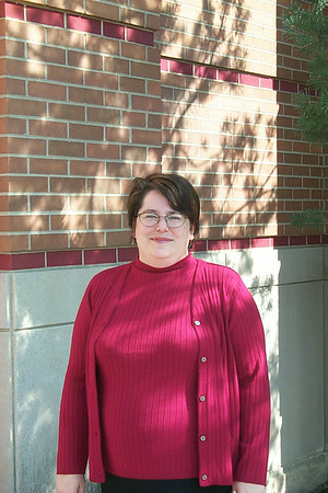 2001 Library Hires New Director