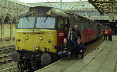 A selection of work-dodgers pose alongside 47501 at Crewe. 'Craftsman' was standing in for a failed HST on 1D87 0840 Euston-Holyhead (12/02/1999)