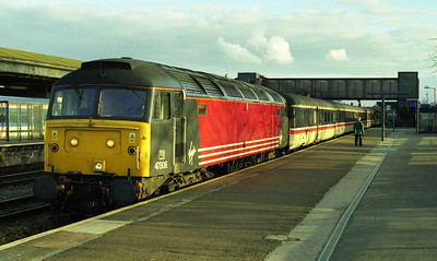 47806 awaits the right-away from Oxford with 1M50 1415 Brighton-Manchester (13/03/1999)