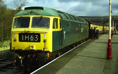 47402 'Gateshead' at Rawtenstall with the East Lancashire Railway's 1000 departure for Bury Bolton Street (20/02/1999)