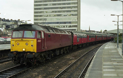 47627 heads an unidentified 'Up' mail train at Plymouth. The livery is a variant of the EWS house colours in connection with the Mars 'Celebrations' promotion (08/02/1999)