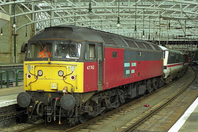 The following afternoon 47762 awaits departure from Glasgow Central with the 1M34 1529 to London Euston, which was booked to be diesel hauled as far as Carlisle via the G&SW route (15/08/1999)