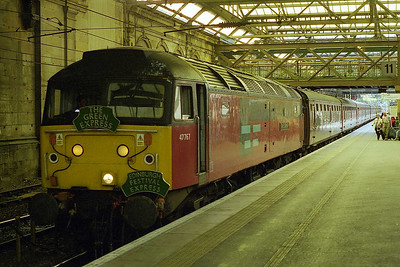 47767  'Saint Columba' stands at Edinburgh Waverley with 1Z36 0623 Green Express charter from Lancaster having completed its 'add-on' trip around the 'Fife Circle' (21/08/1999)