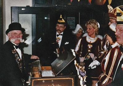 Het kabinet met de Nijmeegse Orgelman Henk Orth