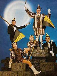 Kabinet Jeugdprins Jeroen den Tweede (de Ruiter) met pages Marina Koenders en Domenique Armiënto, Adjudanten Wilfred Verhaag en Bert Oerlemans