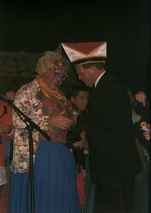 Winnaar van het Schlagerfestival Annie Driesse met Pak m'n 'n hand 's vast