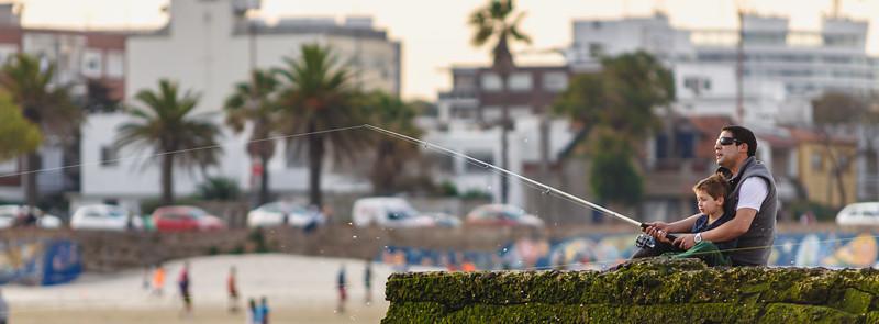 Martín y su hijo pescando