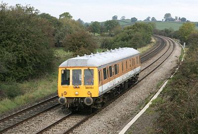 977860 (960021) is seen passing Holmes House Farm, Bishops Itchington on 11/10/2004 with the Stratford upon Avon route learner for Chiltern Railways.