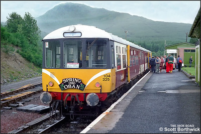 104325 'The Mexican Bean', comprising of 53434 (DMBS)+53424 (DMCL) stands at Crianlarich on 19/07/1985 having arrived with an Oban-Crianlarich shuttle service.