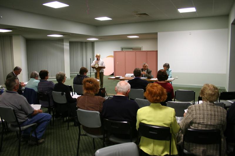 Chaiman Jean Haste addresses the meeting