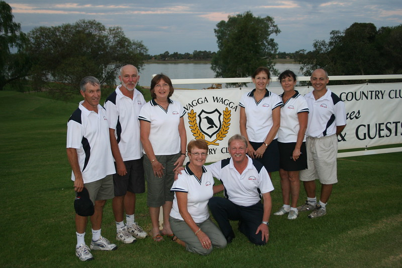 L to R: Chris Fox (capt.) Geoff King,Trish Brunskill, Gayle Hull, Louise Fox, Greg Cross. Kneeling: Judy Meachem, Allan Hull.