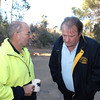 Geoff Jacobson (r) having a chat