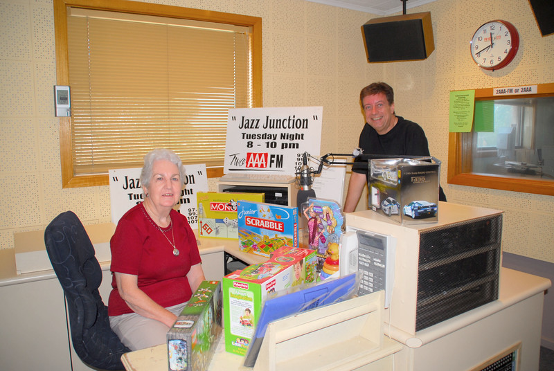 Patricia Ceely and Steven Spink looking pleased at their shopping!