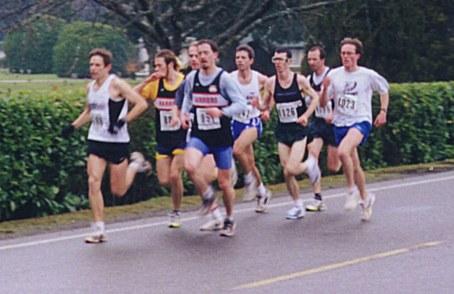 2000 Cedar 12K - Rob Harmsworth leads a big pack one mile in