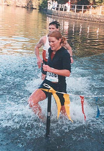 2000 Gunner Shaw XC - Winner Gillian Moody shows good form in the lake