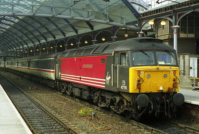 One of the original pair loaned to Virgin by EWS, 47711 'County of Hertfordshire' is pictured at Newcastle after working 1E25 from Derby the following Sunday. Along with 47702 it was withdrawn shortly afterwards, and replaced in the pool by 47722 and 47750 (14/05/2000)