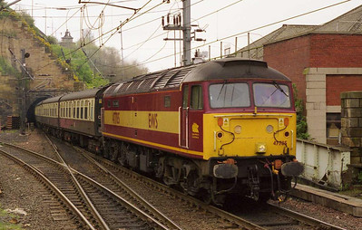 47785 'Fiona Castle' arrives at Edinburgh with 1Z94 0722 charter from Leeds for the Rugby League Challange Cup Final at Murrayfield (29/04/2000)