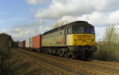 47361 passes the foot crossing at Kirkthorpe (south of Normanton) on the last leg of its journey to Leeds Freightliner Terminal with 4E62 0443 from Felixstowe (25/03/2000)