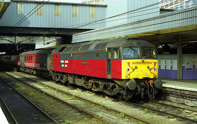 47741 'Resilient' calls at Leeds with the SuO 1E25 0915 Derby-Newcastle (07/05/2000)