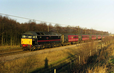 Fragonset-liveried 47701 'Waverley' powers through East Ardsley with 1V39 0640 York-Bristol (11/03/2000)