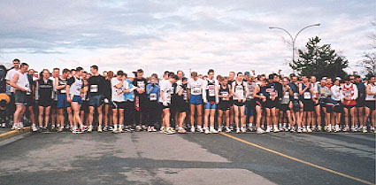 2001 Bazan Bay 8K - The crowded start - over 600 runners