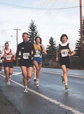 2001 Cedar 12K - Winner Nancy Baxendale leads Gwyn Woodon early
