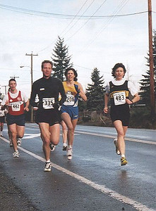 2001 Cedar 12K - Winner Nancy Baxendale leads Gwyn Woodon early